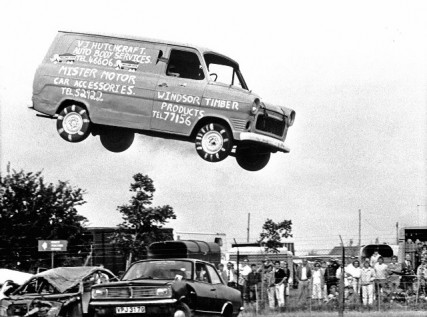 007 1985 Stunt man Steve Matthews jumped over 15 cars for charity 427x317