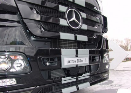 tachoblog commercial vehicle exhibition at the mercedes. Black Bedroom Furniture Sets. Home Design Ideas